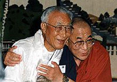 Le dalaï-lama et son frère aîné, Thubten Norbu