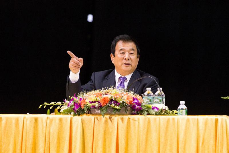Li Hongzhi lors d'une conférence à New York le 14 mai 2017 (photo publiée par Epoch Times)