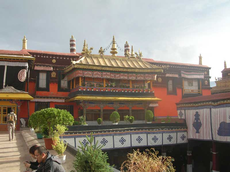le Jokhang à Lhassa (photo JPDes. 2005)